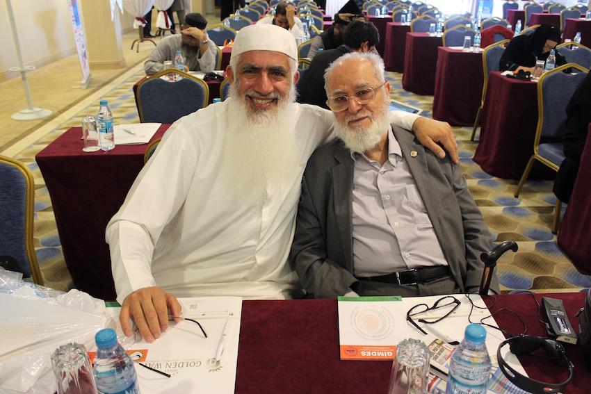Dr. Hani Al-Mazeedi (links) en Dr. Hüseyin Kami Büyüközer (rechts), GIMDES President.
